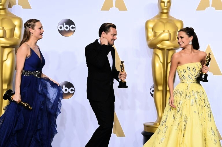 alicia vikander strahlt bei oscars wie disney figur in gelb panorama deutschland today. Black Bedroom Furniture Sets. Home Design Ideas