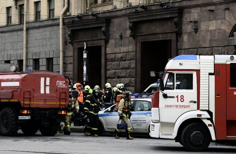 EIL: Mind. 10 Tote bei Explosion in St. Petersburger U-Bahn