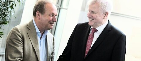 Bsirske (links) und Seehofer in Potsdam