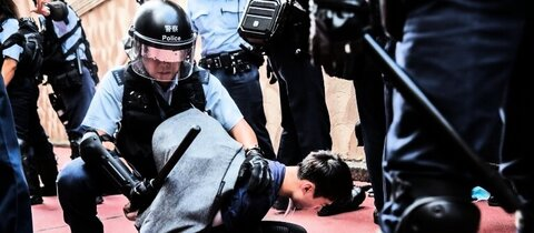 Festnahme eines Demonstranten in Hongkong am 14. September