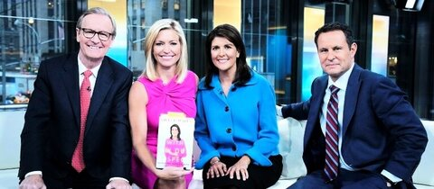 Fox-Moderatorin Ainsley Earhardt (in rosa)
