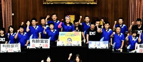 Opposition protestiert im Parlament in Taiwan
