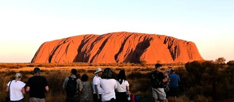 Touristen am Uluru-Berg 2019