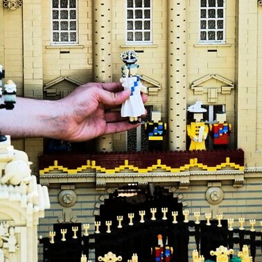 Zum 60. Thronjubilum von Queen Elizabeth II. zeigt der Lego Themenpark in Windsor nicht nur die Monarchin als zehn Zentimter groe Figur, sondern auch das Schloss und weitere Familienmitglieder.