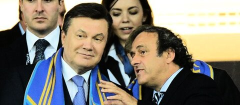 Janukowitsch (l.) und UEFA-Chef Platini