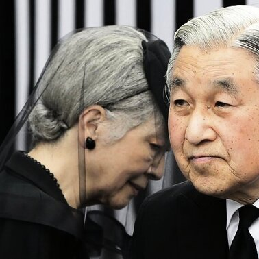 Japans Kaiser Akihito und Kaiserin Michiko trauern um Prinz Tomohito: Der Cousin des Herrschers starb im Alter von 66 Jahren an Krebs.