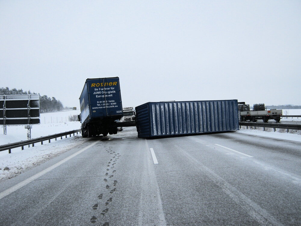 lkw unfall auf der a9 am hermsdorfer kreuz nachrichten. Black Bedroom Furniture Sets. Home Design Ideas