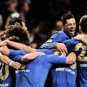 Der FC Chelsea hat sich in den Geschichtsbchern des Europacups verewigt: Die Blues gewannen in Amsterdam gegen Benfica Lissabon dank eines Last-Minute-Treffers des Serben Branislav Ivanovic mit 2:1 und damit erstmals in der Klubgeschichte die Europa League. Damit sind die Londoner bis zum deutschen Champions-League-Endspiel am 25. Mai im Besitz beider Europapokale.